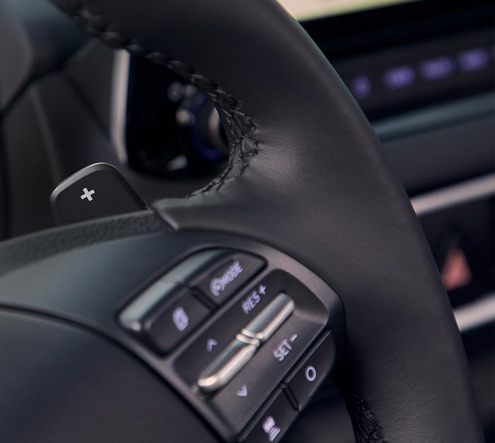 Hyundai Kona Hybrid pavarų perjungimas