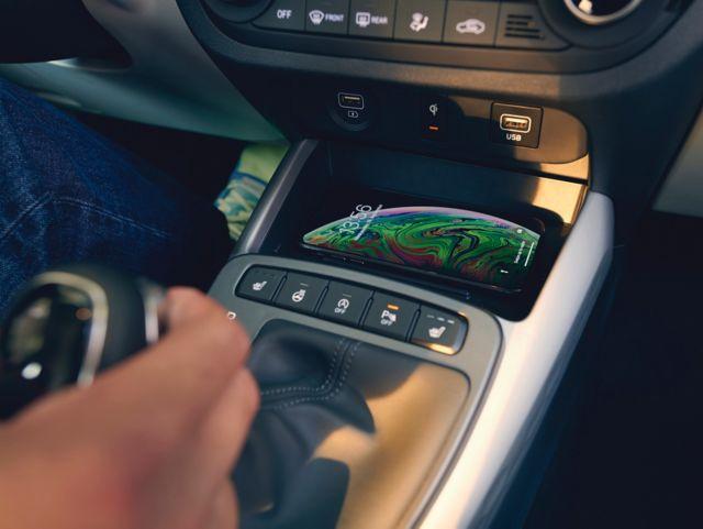 Naujasis Hyundai i10 belaidis telefono įkrovimas