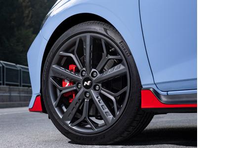 Hyundai i20 N 18col lengvojo lydinio ratlankiai Pirelli padangos