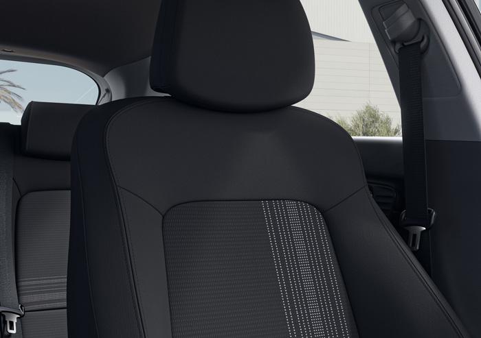 Naujasis Hyundai i20 salonas juoda ir pilka