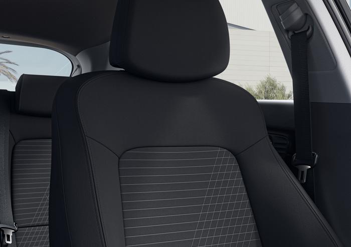 Naujasis Hyundai i20 salonas visiškai juoda