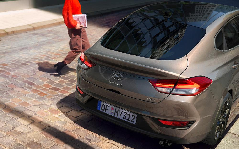 Naujasis Hyundai i30 fastback my21 48v pusiau hibridinė sistema