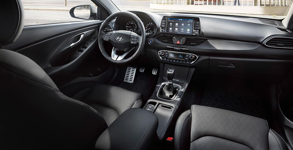 Hyundai i30 Fastback  salonas