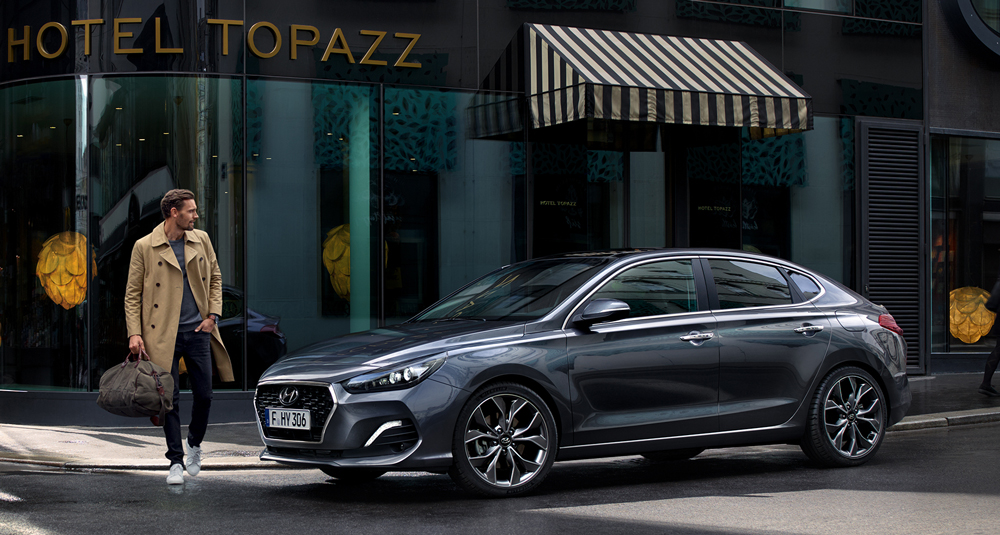 Hyundai i30 Fastback  sauga