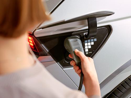 Naujasis Hyundai IONIQ 5 kelios įkrovimo galimybės