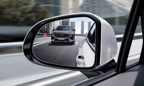 Naujasis Hyundai Santa Fe MY21 aklos zonos susidūrimo isvengimo sistema