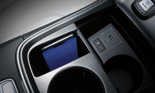 Naujasis Hyundai Tucson Santa Fe MY21 belaidis telefonų krovimas