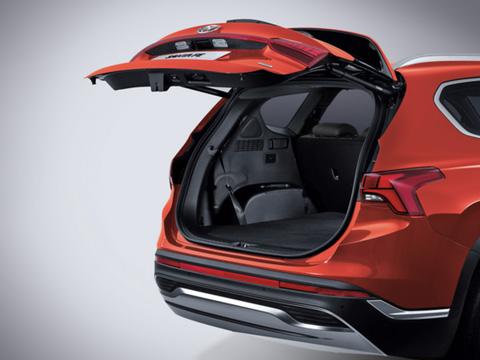 Naujasis Hyundai Santa Fe MY21 vidus išmanus bagažinės dangtis